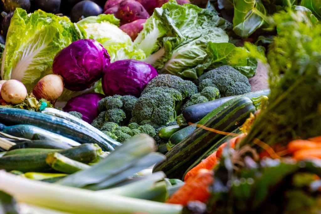 des legumes dans un marché